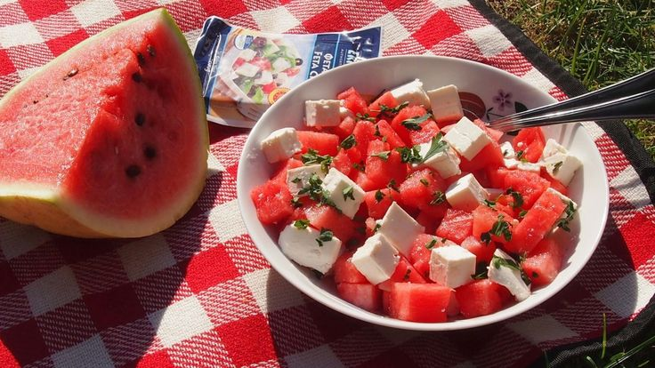 salad with watermelon / sałatka z arbuza i fety