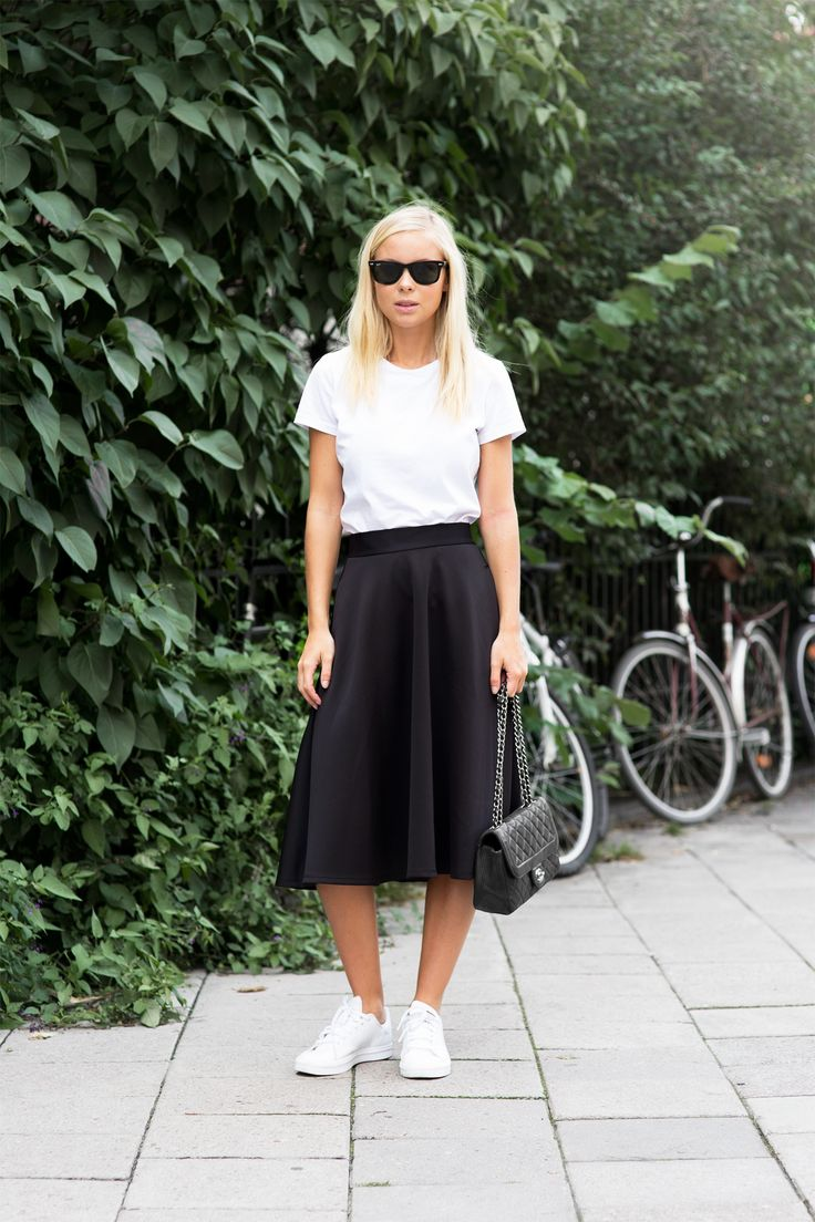 Todays Outfit – Mid Lenght Skirt And Sneakers
