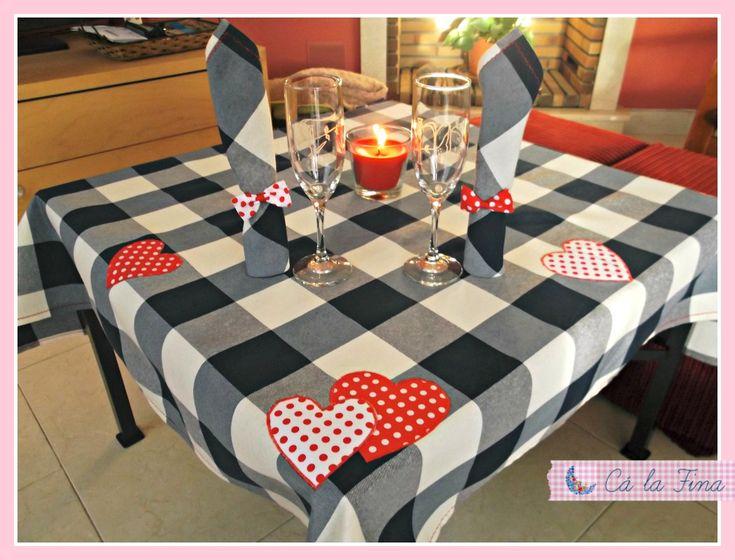 """Conjunto """"romántico"""" de mantel y servilletas para San Valentín."""