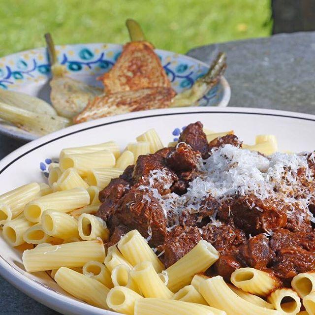 Herfst-recept: pasta met rundvlees in tomatensaus met knoflook en rozemarijn…