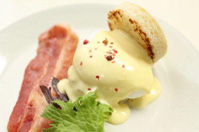 エッグベネディクトの作り方(1分でつくれるオランデーズソース) | 食育通信 online