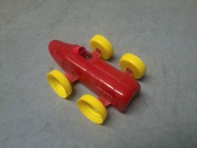 Samochód wyścigowy zrobiony z butelki po keczupie:)