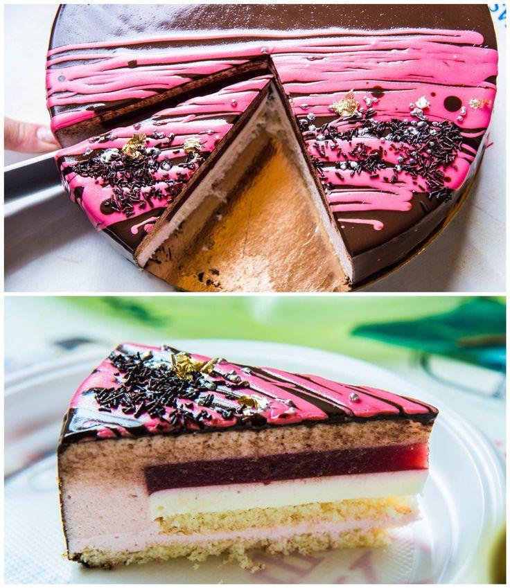 Торт ко дню рождения близкого друга семьи. Пришлось повозиться, но оно того стоит! Торт получился легкий и очень ягодный, не приторный, с освежающей кислинкой красной смородины и ароматом малины. Зеркальная глазурь отражала солнечные блики воскресного утра и улыбки близких людей! Наш торт построен…