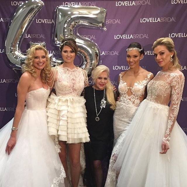 The lovely @inesdisanto with our #lovellabridal models! #lovellaturns45 #lovellabride #inesdisanto #inesdisantorealbride hair by @arsineh_hairstylist makeup by @enipramakeup @avenue_beautyboutique @makeupbydeborah