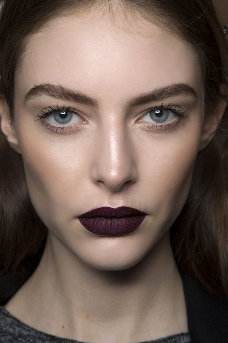 http://BOTIKARIA.ES | Fall Beauty | Goth Makeup How-To | Dark black / berry lipstick look