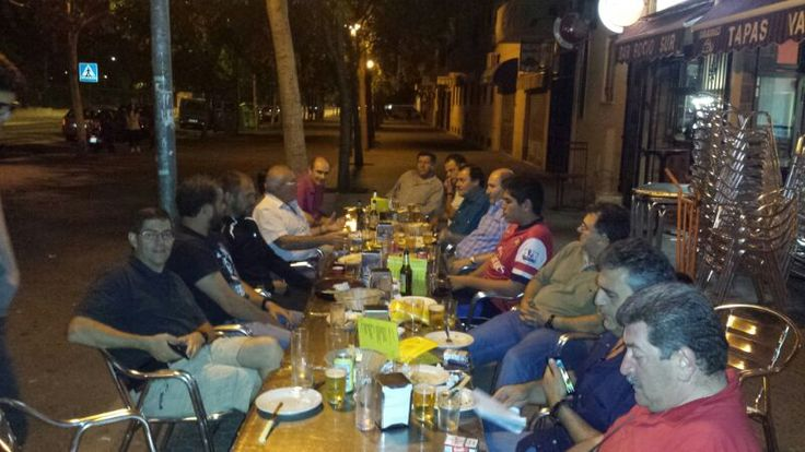 """Sol, playita y cervecitas (Torremolinos, Málaga) - En Torremolinos, grupo de amigos """"solteritos"""" disfrutando de la noche, el día, la siesta, la playa..."""