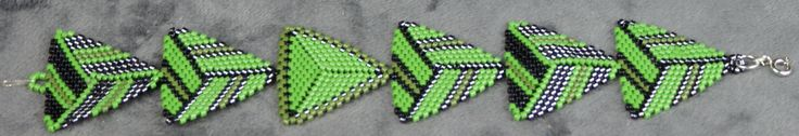Bracelet weaving green triangle peyote in miyuki by Bykoraa