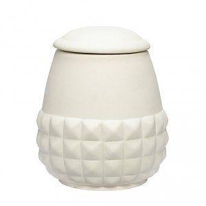 Schöner Platz für Kleinkram. Keramikdose von Hübsch. http://www.wohnbeiwerk.de/huebsch-dose-weiss-aus-keramik.html