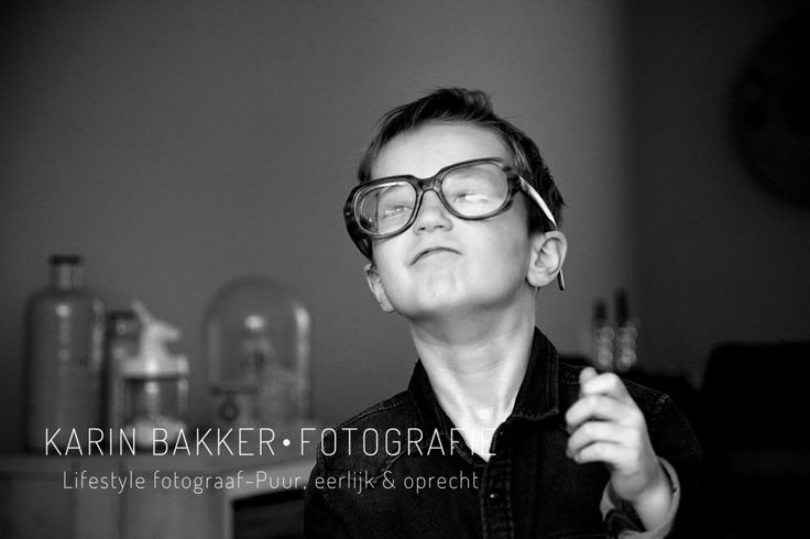 Lifestyle kids photography by KarinBakkerFotografie #kids #photography #lifestyle #glasses #blackandwhite
