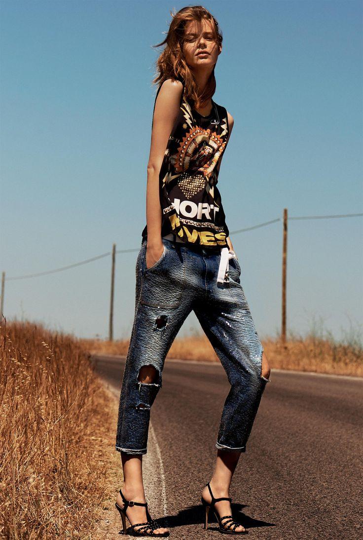 TWIN-SET Simona Barbieri: Printed camisole with rhinestone and boyfriend jeans, rhinestone sandals