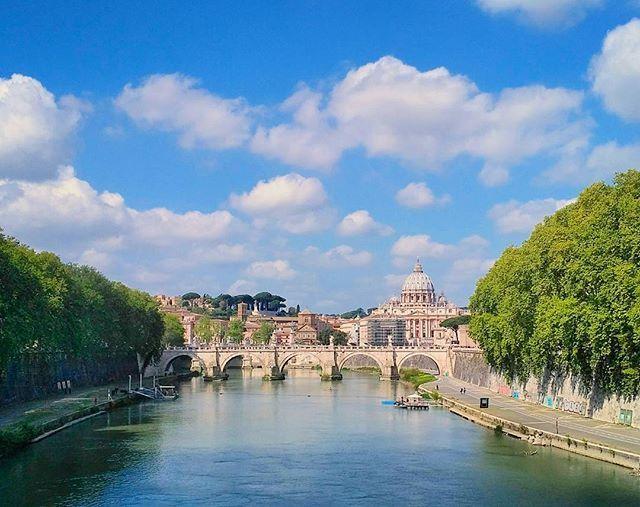 Rim :) #roma #rome #rim #vatikan #vaticancity #basilicadisanpietro #stpeterschurch #stpeterscathedral #pontesantangelo #tiber #rivertiber #vatican #sky #italia #italy #europe