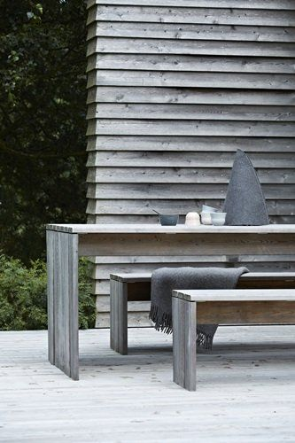 You must be able to make this table and bench on your own. Very nice indeed!