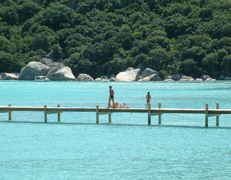 Santa Giulia//Le golfe de Santa Giulia est un golfe de la mer Méditerranée qui se situe en Corse, France.