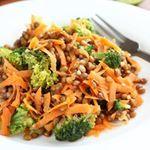 ¿Estás buscando ideas para la cena? Aquí te proponemos una ensalada de brocoli y lentejas deliciosa ☺ #food #foodie #recetas #recipes #saludable #veggy #vegetariano #ensalada #salads