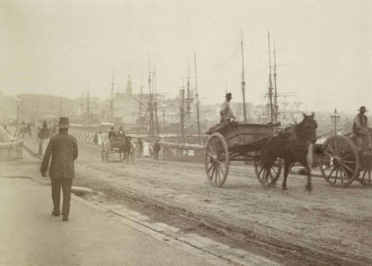 Pyrmont Bridge looking across to Sydney City in the late 1800s.