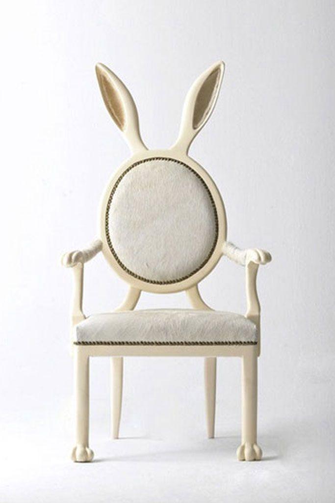 Fauteuil médaillon oreilles de lapin. - Medallion armchair rabbit ears.
