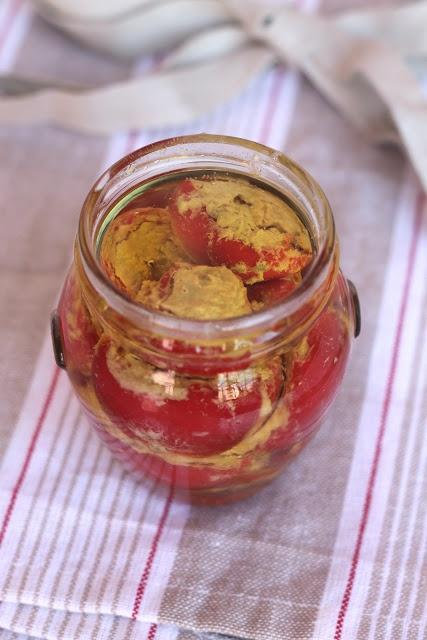 Peperoncini ripieni sott'olio