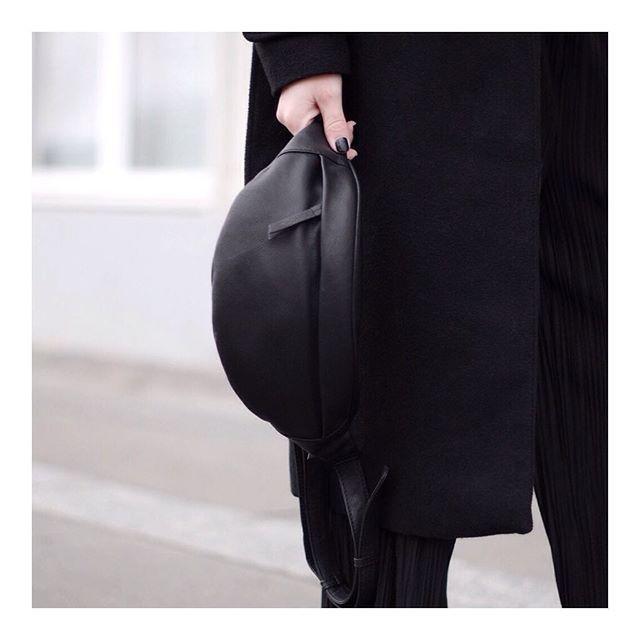 MINIMALISTIC // The bum bag #markberg #bumbag #simplicity