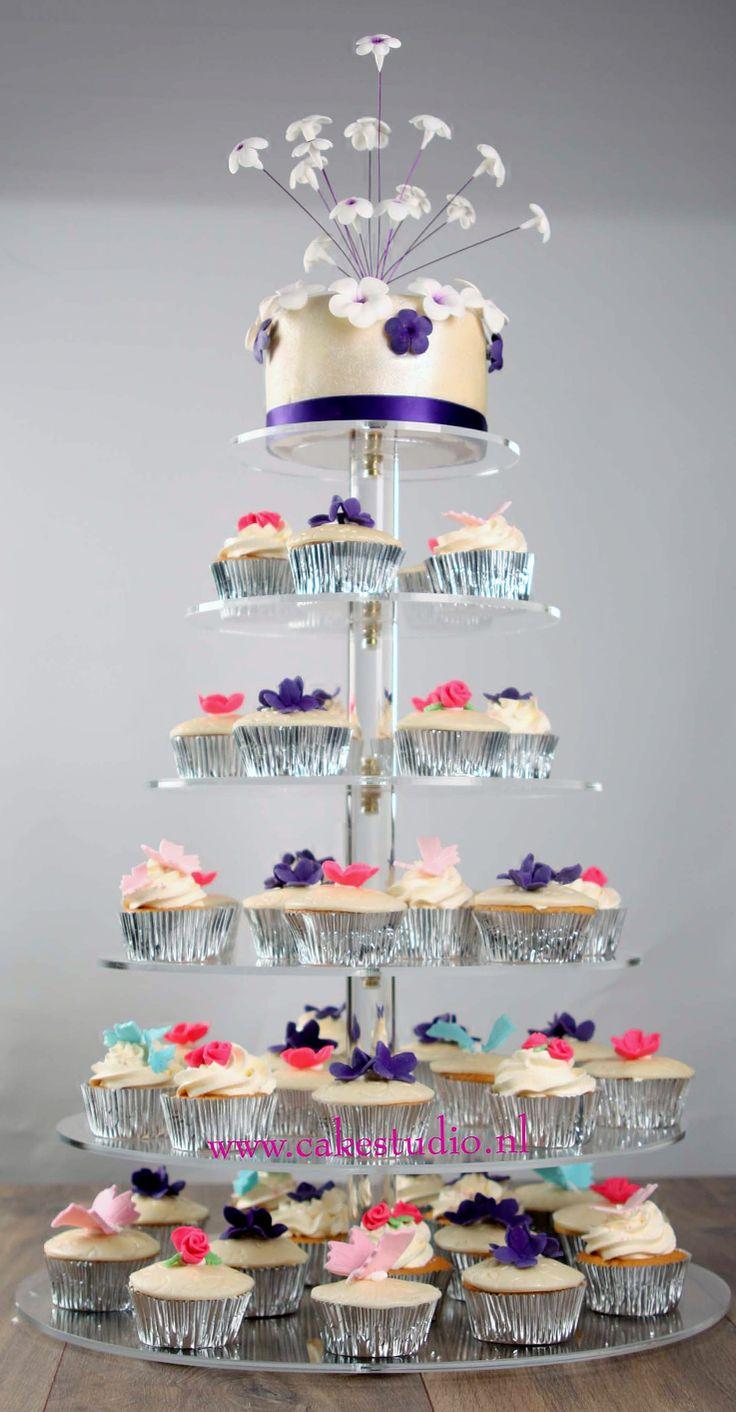 11 mei 2012 cup-cakes en aansnijtaart feest #Remco&Nadine #Constance #cakestudio.nl