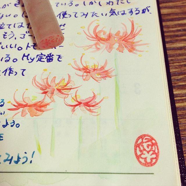 *Blogを更新しました* やっと篆刻に挑戦できました。手紙に手帳にノートに、楽しく使おうと思います。 篆書の「悠」という字を、すこし自分でアレンジしたデザインに。したごころがお花みたいで可愛いかな、と(^_^) そして印泥が欲しいです。 (紙まわりはすぐに派生して欲しいものが増える。万年筆買う⇄インク買うの無限ループのように。) いつか大物も彫るぞ。  #篆刻 #篆書 #能率手帳ゴールド #小型版を守る会 #能率手帳 #手帳