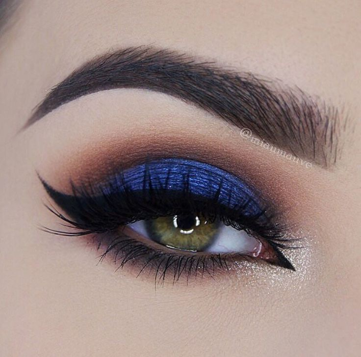 ABH Shadow Couture palette (Morocco, Fudge, Noir, Azure, Chic), Waterproof cream color in Jet. Violet Voss lashes in Eye DGAF