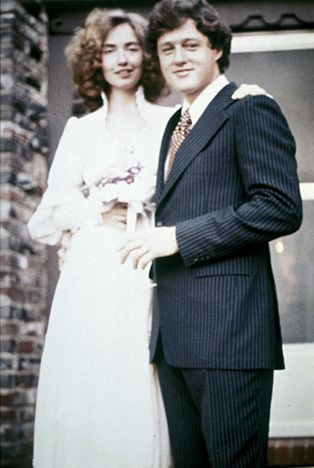 The Clintons in 1975. Love the decade's style, and Hillary is owning it. #clintons #wedding #presidential