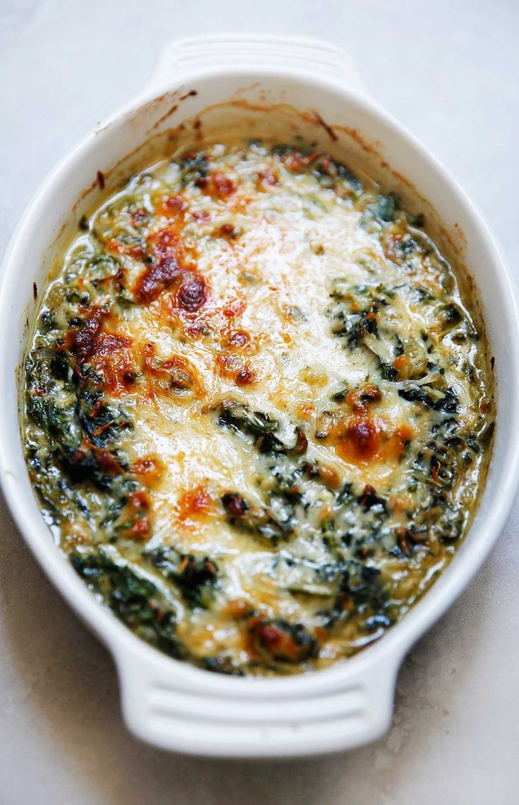 Healthy Creamed Spinach with Cashew Milk - Lexi's Clean Kitchen #creamedspinach #keto #lowcarb #holiday