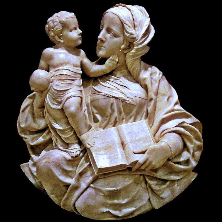 La Virgen con el Niño. Autor.- Felipe de Vigarny. Fecha.- 1536 - 1542 Técnica.- Alabastro Lugar donde se encuentra.- Museo Nacional de Valladolid (España)
