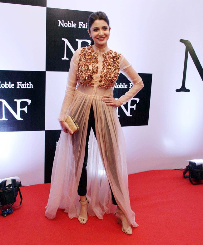 Anushka Sharma's style seems to be evolving. Points for this ensemble.