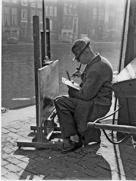 1960's. Painter at the Prinsengracht in Amsterdam. Photo Dolf Toussaint. #amsterdam #1960 #Prinsengracht