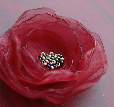 How to make singed organza flowers: a tutorial