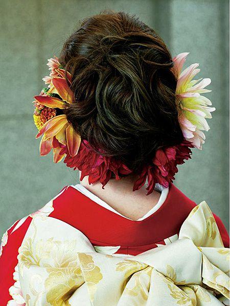 若々しい魅力が引き立つように生花をたっぷりとあしらって/Back|ホテルオークラ東京/与儀美容室(Yogi Beauty Salon)|ヘアメイクカタログ|ザ・...