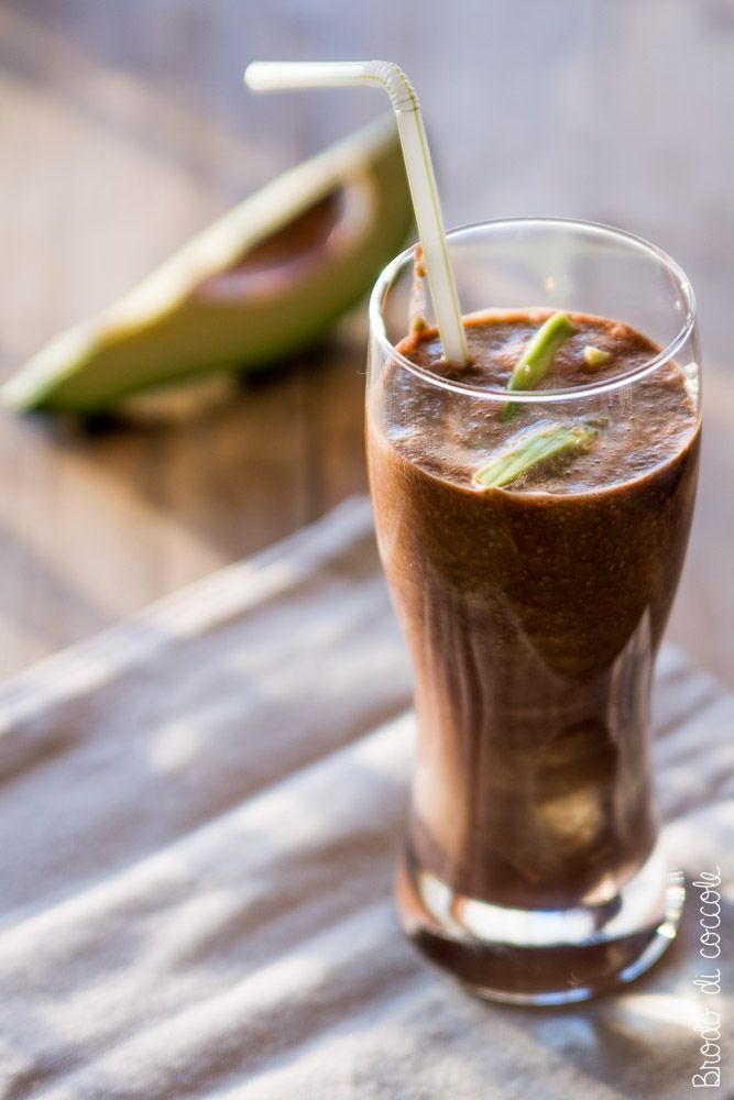 A merenda o a colazione il frullato di avocado e cacao è perfetto per ritrovare le energie e il sorriso. Leggi come prepararlo.