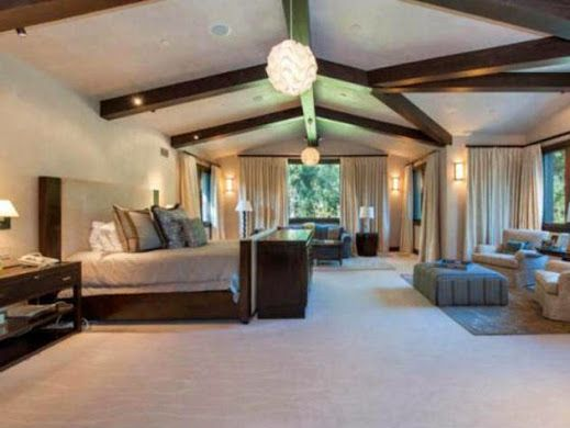 Britney Spears shared this lovely Malibu home with ex-husband Kevin Federline. The home boasted six private bedrooms just like this one, with sumptuous furniture & luxurious carpets. If you want to wake up to the same luxury, then start with your floor, with a new carpet from http://www.huddersfieldcarpetclearance.co.uk/ for 5 star quality and service at 3 star prices. Image source http://www.frontdoor.com/photos/tour-britney-spears-former-malibu-home-for-sale