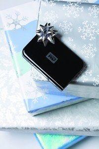 Western Digital WD Passport II 120 Go USB 2.0 - Cadeaux de Noël en urgence - Avec un design futuriste et un habillage très stylisé, de couleur noir piano, les disques durs externes WD Passport (disponibles en 60, 80, 120 et 160 Go) sont ultra portables...