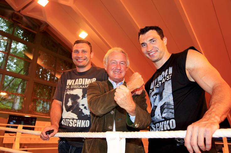 Klitschko Brüder und Balthasar Hauser (via @stanglwirt) - www.stanglwirt.com