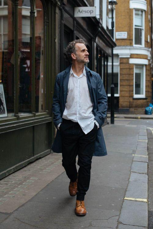 2015-04-24のファッションスナップ。着用アイテム・キーワードは40代~, カントリーブーツ, コート, ステンカラーコート, ブーツ, 白シャツ, 黒パンツ,Jac + Jacketc. 理想の着こなし・コーディネートがきっとここに。| No:102450