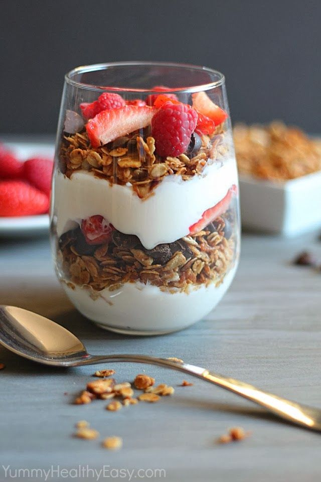 Granola Parfait made with a healthier granola (made using coconut oil!) dark chocolate, Greek yogurt and berries – delicious!