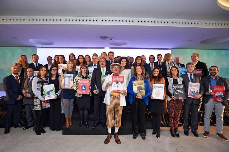 Chegada ao fim a Gala Superbrands de 2014, é altura da tradicional foto de família, com os representantes das 34 Superbrands.