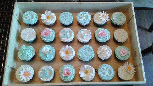 Chic 30 cupcake
