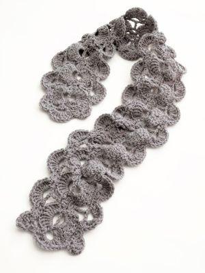 crochet scallop scarf.