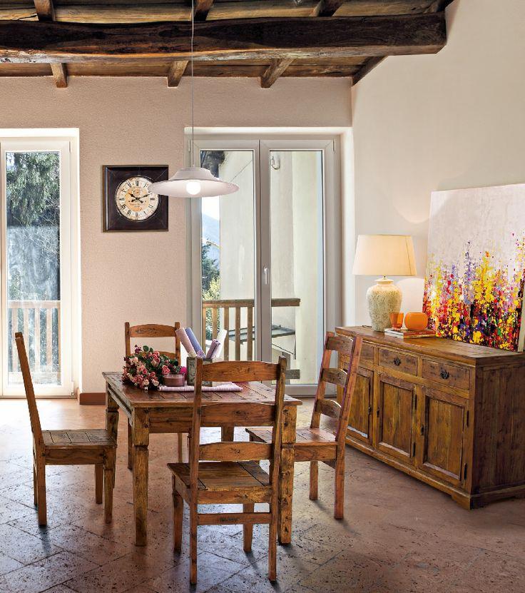 La linea Chateaux è costruita in legno d'acacia indiano ed è realizzata completamente a mano. Questi mobili robusti dai colori caldi arrederanno con stile ogni vostro spazio. Linea Chateaux, Bizzotto.