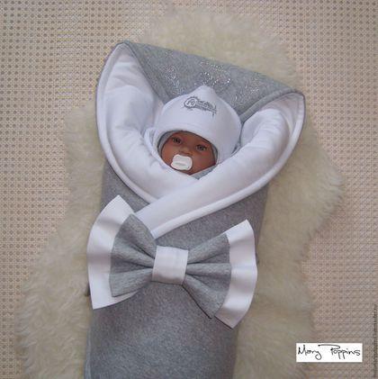 Купить или заказать Комплект на выписку 'Император' в интернет-магазине на Ярмарке Мастеров. Стильный комплект на выписку из роддома для мальчика. Сезон - зима. Сдержанная серо-белая цветовая гамма. В комплекте: теплое одеяло, теплый комбинезон р-р 62, теплая шапка, слип р-р 56, тонкая шапка, трикотажный бант на резинке. Материалы: капитоне - стеганый хлопковый трикотаж, интерлок (трикотаж средней плотности), утеплитель Альполюкс, стразы.