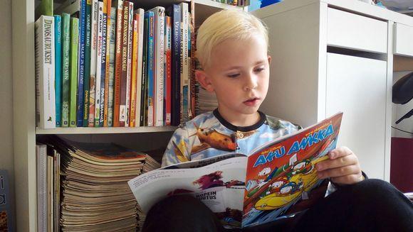 Onko paljon lukeva poika harvinainen tapaus?