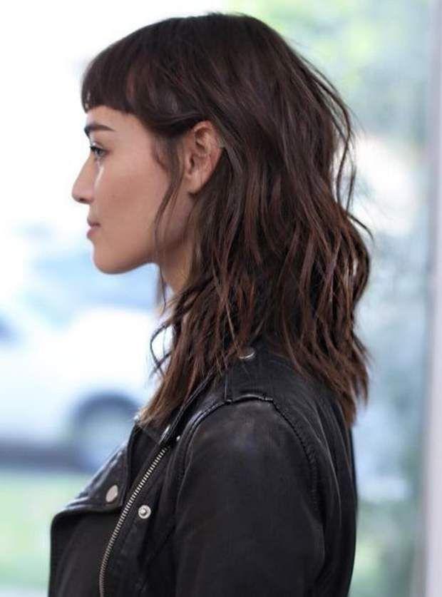 La frange courte sur cheveux naturels