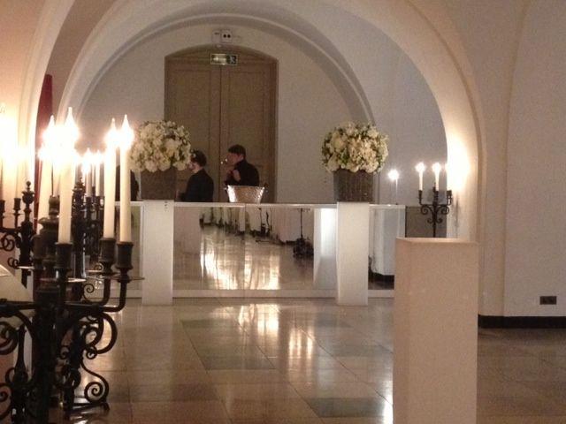 White mirrored bar  #bespokefurniture #barhire #eventprofs #bespoke #eventhire