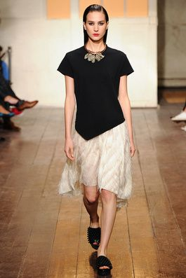 Cédric Charlier Spring 2015 Ready-to-Wear Fashion Show: Complete Collection - Style.com mixed textures