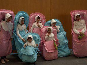 Unos 'bebés', los reyes del disfraz