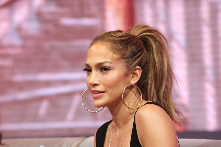 Jennifer's high, voluminious ponytail at the 106 & Park live appearance really showed off her highlights.