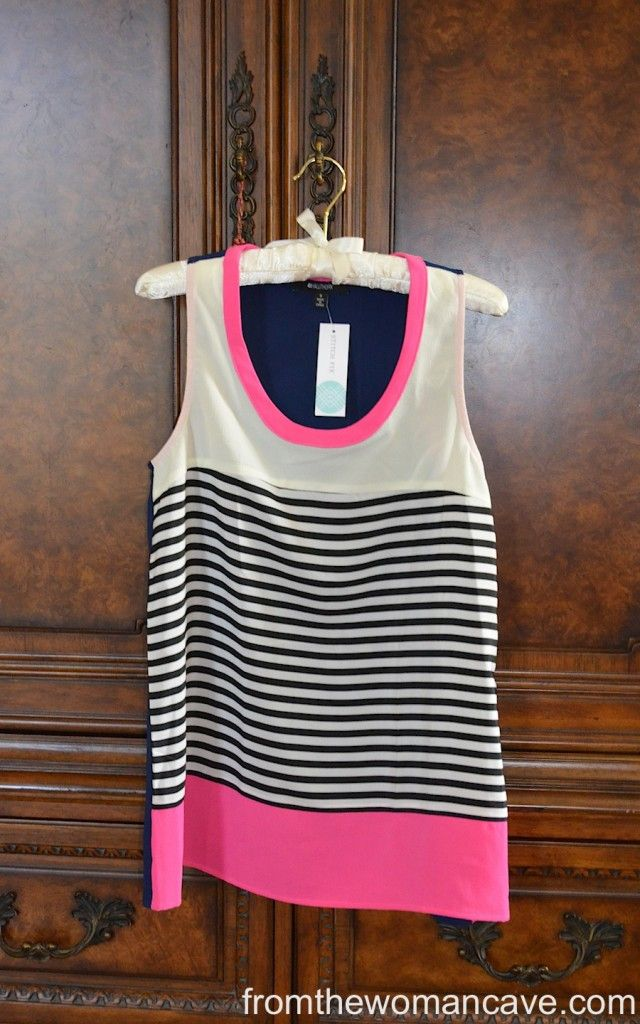 Really love the print/pattern of this tank. Saw it in a yellow/navy color scheme as well which I'd love to see in my next box!